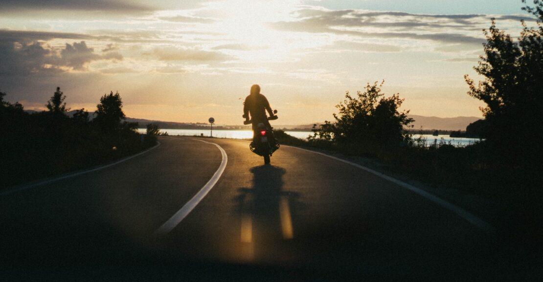 Hvor stor motorcykel må man køre som 20 årig